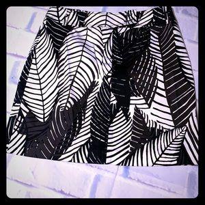 🎊WHBM adorable white &  black skirt  size  0